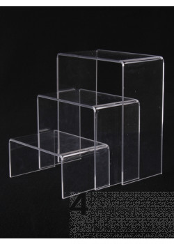 Gruppo di 3 elementi espositivi piccoli in plexiglass